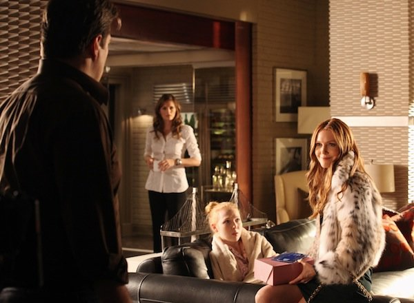 Castle Sneak Peeks: Meredith Cheers &#39;Caskett&#39; While Rick&#39;s Pals Jeer His Juggling Act