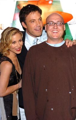 Premiere: Christina Applegate, Ben Affleck and director Mike Mitchell at the Hollywood premiere of Dreamworks' Surviving Christmas - 10/14/2004 Photos: Lester Cohen, WireImage.com