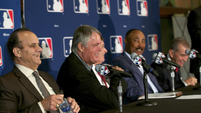 Baseball managers Joe Torre, left,  Lou Piniella, second from left, Cito Gaston, second from right, and John Schuerholz, right, who appeared for Bobby Cox, are joined by Major League Baseball commissioner Bud Selig, obscured at center,  at the Winter Meetings in Lake Buena Vista, Fla., Tuesday, Dec. 7, 2010. (AP Photo/Roberto Gonzalez)