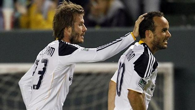os Angeles Galaxy&#39;s David Beckham (L) celebrates with Landon Donovan (Reuters)