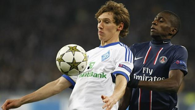 Dynamo Kiev's Denys Garmash (L) struggles for the ball with Paris St Germain's Blaise Matuidi (Reuters)