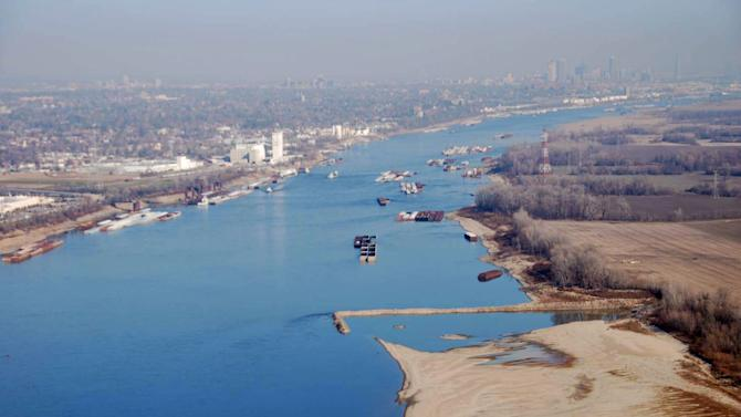 Mayors press for federal focus on Miss. River