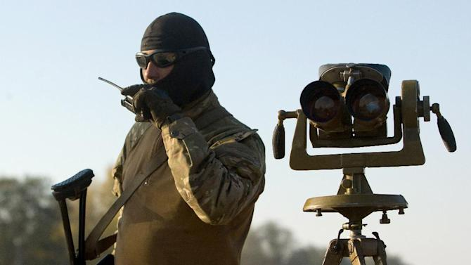 A Ukrainian serviceman mans a checkpoint in the eastern region of Lugansk, on October 7, 2014