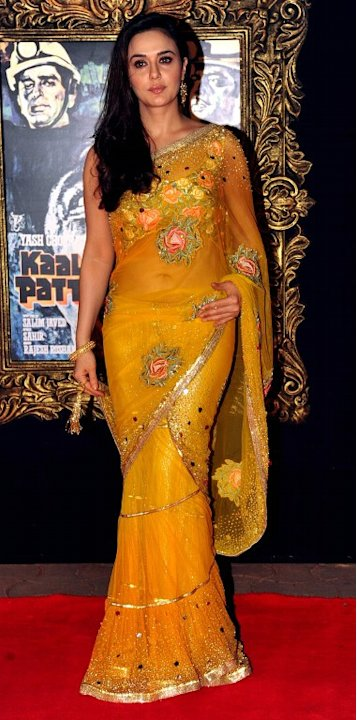 Indian Bollywood film actress Preity Zinta poses on the red carpet at the premiere of the Hindi film 'Jab Tak Hai Jaan' in Mumbai on November 12, 2012.   AFP PHOTO