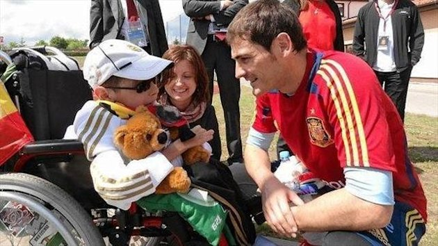 Iker Casillas con Dawid Zapisek