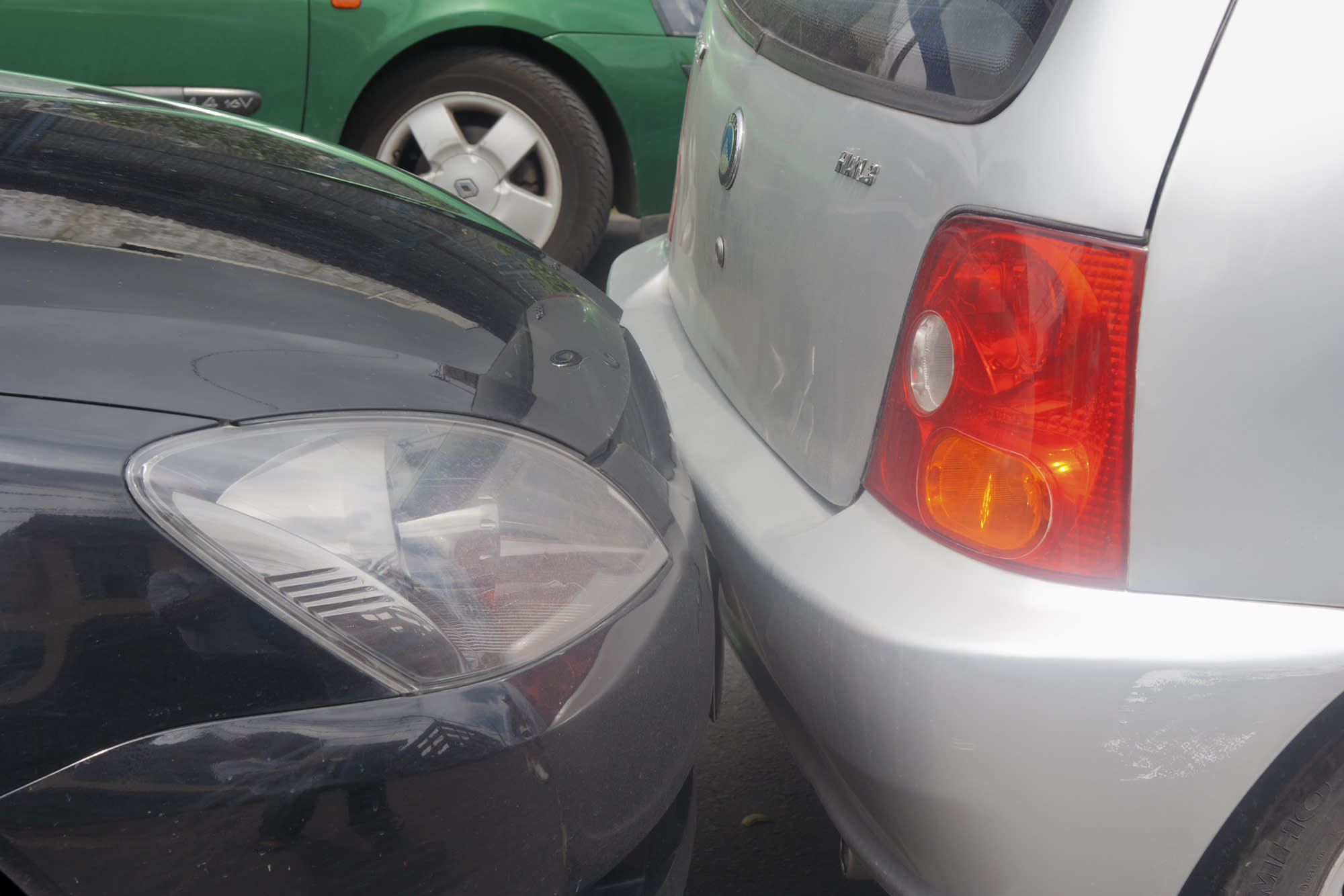 Hitting a parked car: 5 things to understand