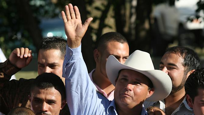 FILE - In this Sept. 6, 2010 file photo, owner Jose Trevino Morales, center, acknowledges the crowd as he stood with the trophy after Mr. Piloto won the All American Futurity horse race at Ruidoso Downs, N.M. Prosecutors told a federal jury on Wednesday, May 8, 2013 that Morales, the man they say is the brother of leaders of Mexico's most blood-soaked criminal organization, used the proceeds from their brothers' ill-gotten gains to bankroll his horse-racing stable. (AP Photo/The El Paso Times, Rudy Gutierrez)  EL DIARIO OUT; JUAREZ MEXICO OUT;