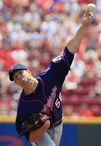 Willingham powers Twins past Reds 4-3