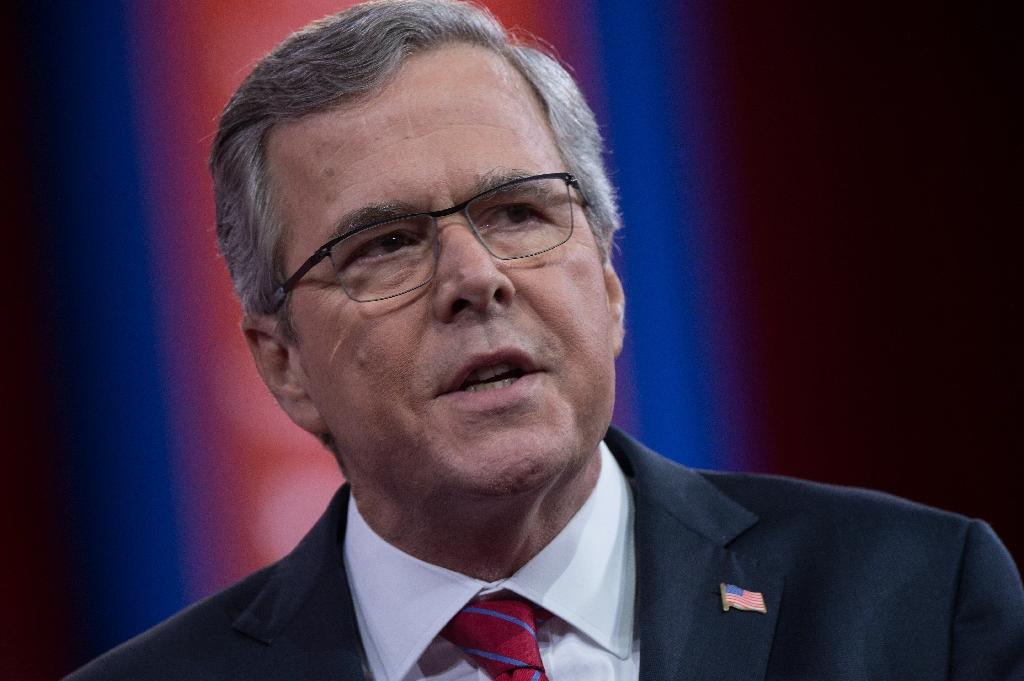 Jeb Bush cheered, jeered at conservative confab