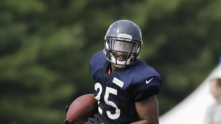 Chicago Bears running back Ka'Deem Carey (25) runs with a ball during NFL football training camp at Olivet Nazarene University, Wednesday, July 30, 2014, in Bourbonnais, Ill