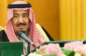 Saudi King Salman bin Abdulaziz heads a Council of …
