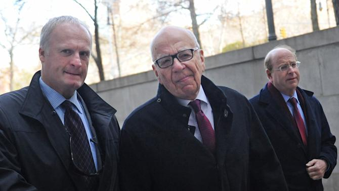 """Rupert Murdoch ,center, arrives at State Supreme court, Wednesday, Nov. 20, 2013, in New York. Murdoch and his soon-to-be-ex-wife said they were parting with """"mutual respect"""" Wednesday after telling a judge they had reached a divorce deal. (AP Photo/ Louis Lanzano)"""