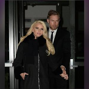 Jessica Simpson Gets Cuddly On The Streets Of NYC With Fiancé Eric Johnson!