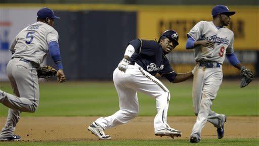Kottaras' pinch-double lifts Brewers past Dodgers