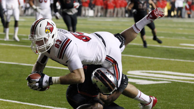 A Rutgers defender tackles Louisville tight end Ryan Hubbell during the first half of an NCAA college football game in Piscataway, N.J., Thursday, Nov. 29, 2012. (AP Photo/Mel Evans)