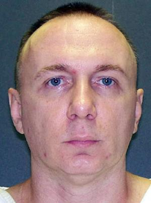This handout photo provided by the Texas Department of Public Safety shows Donnie Roberts. Roberts, a Louisiana parole violator, is set to die Wednesday, Oct. 31, 2012, for killing his girlfriend Vicki Bowen at her home in Lake Livingston, Texas, in October 2003. (AP Photo/ Texas Department of Public Safety)