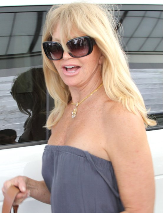 Goldie Hawn leaves lunch wearing no bra - Part 2