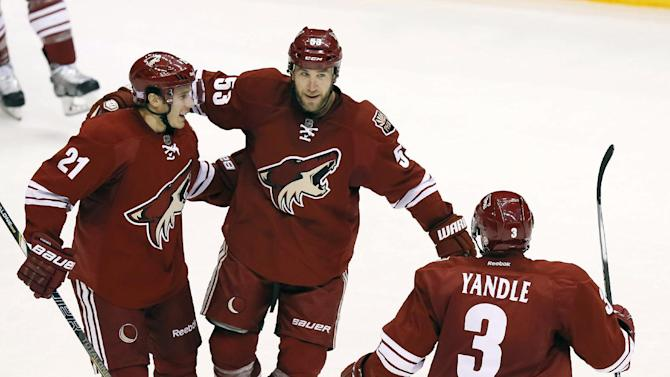 Coyotes top Predators 5-4 in shootout