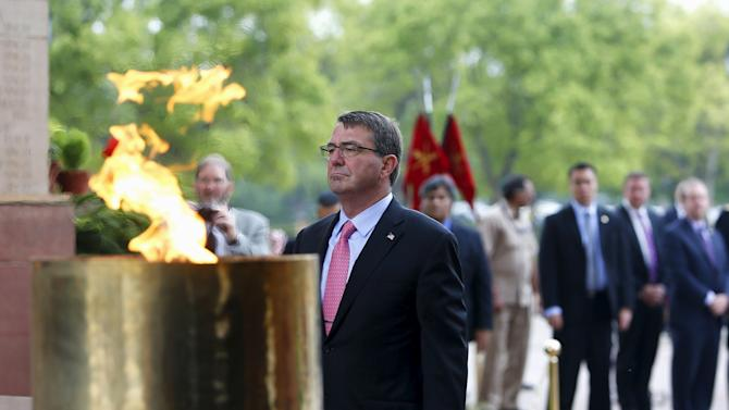 U.S. Defense Secretary Ash Carter pays his respects at the India Gate war memorial in New Delhi, India