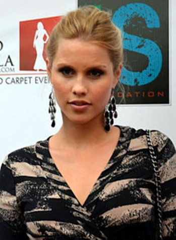 Mean girl Rebekah (Claire Holt) toys with Elena, then makes friends the pastor's daughter.