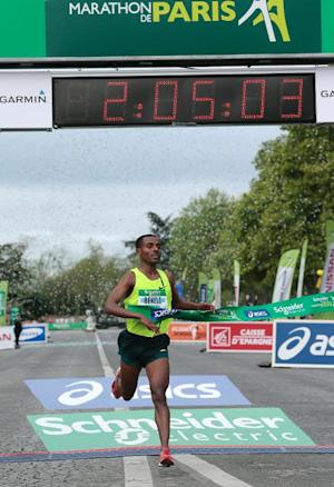 Ethiopia's Kenenisa Bekele crosses the finish line …