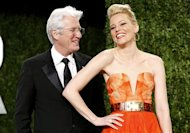 Richard Gere (L) and Elizabeth Banks at the 2013 Vanity Fair Oscars Party in West Hollywood, California February 24, 2013. REUTERS/Danny Moloshok