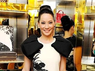 Look of the day – Lucy Liu goes bold in Giambattista Valli