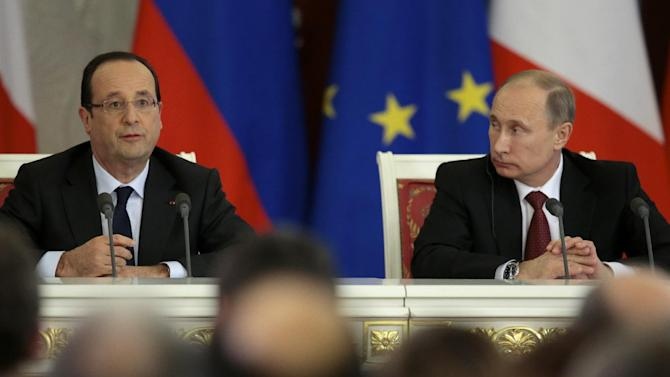 Russia's President Vladimir Putin, right, and France's President Francois Hollande speak during a news conference, in Moscow, Russia, on Thursday, Feb. 28, 2013. (AP Photo/Ivan Sekretarev)
