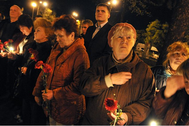 Ukrainians hold candles commemorating&nbsp;&hellip;
