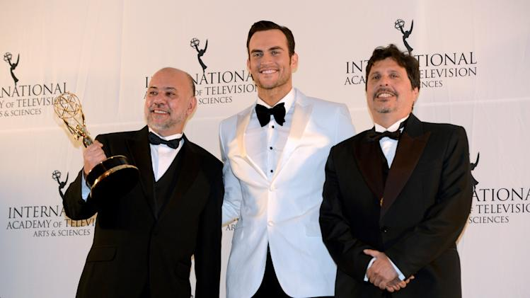 "Brazilians Claudio Torres, left, and Mauro Wilson, right, flank presenter Cheyenne Jackson after winning the Comedy award for ""The Invisible Woman"" at the 40th International Emmy Awards, Monday, Nov. 19, 2012 in New York.  (AP Photo/Henny Ray Abrams)"