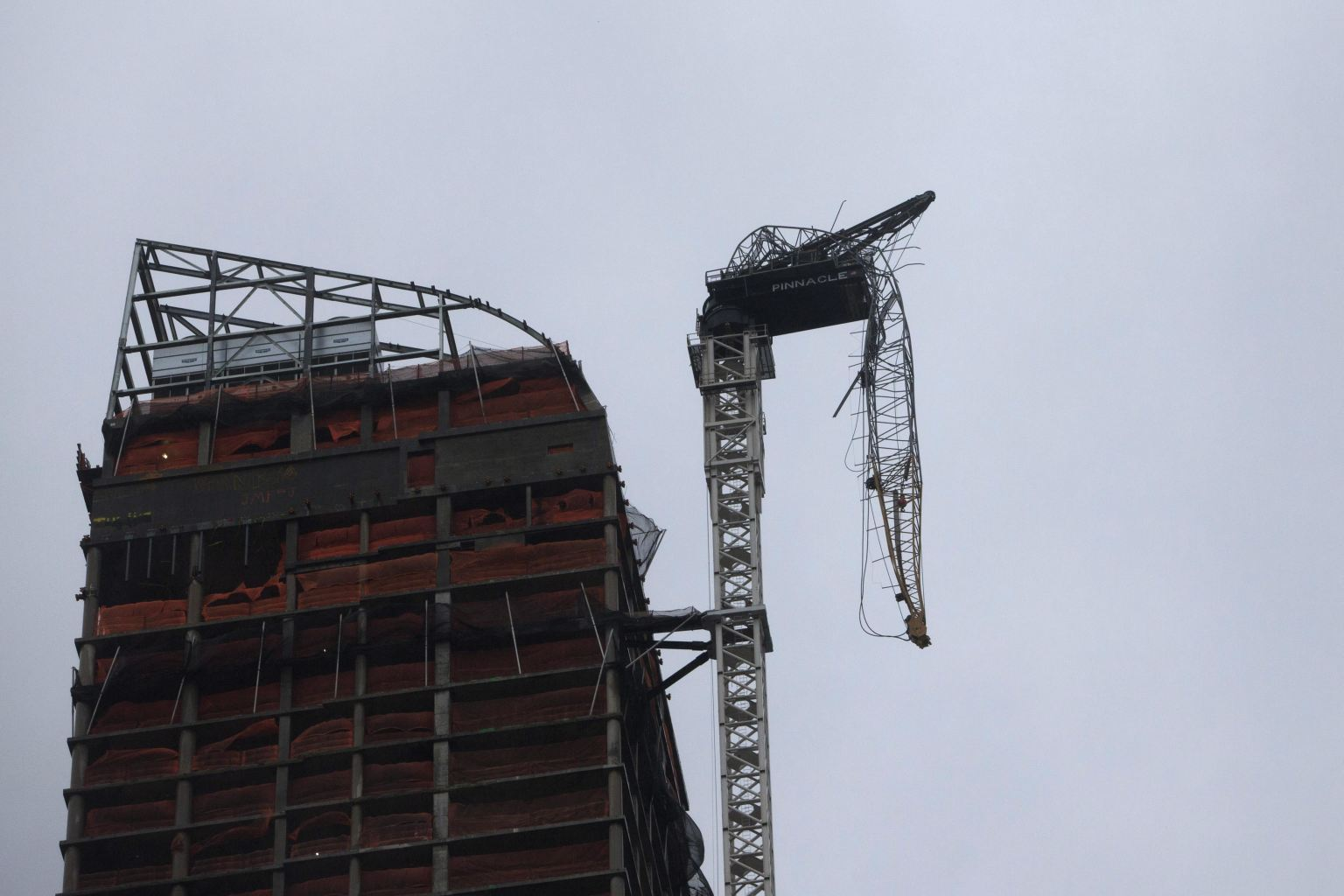 Crane atop Manhattan building collapses in high winds