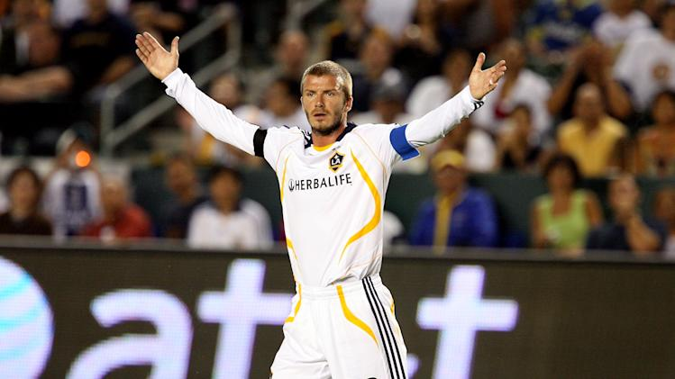 CARSON, CA - AUGUST 29: Footballer David Beckham captain of the Los Angeles Galaxy in action during their SuperLiga Final match at the Home Depot Center on August 29, 2007 in Carson, California. (Photo by Frazer Harrison/Getty Images)