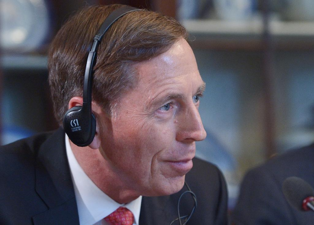 Using Al-Qaeda linked fighters to battle IS could succeed: Petraeus