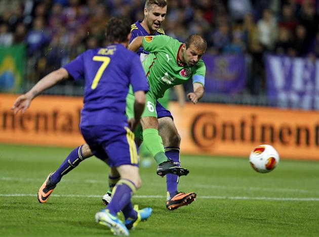 Rubin Kazan's Gokdeniz Karadeniz, center, shoot to score opening goal against Maribor, during their group D Europa League  soccer match, in Maribor, Slovenia, Thursday, Sept. 19, 2013