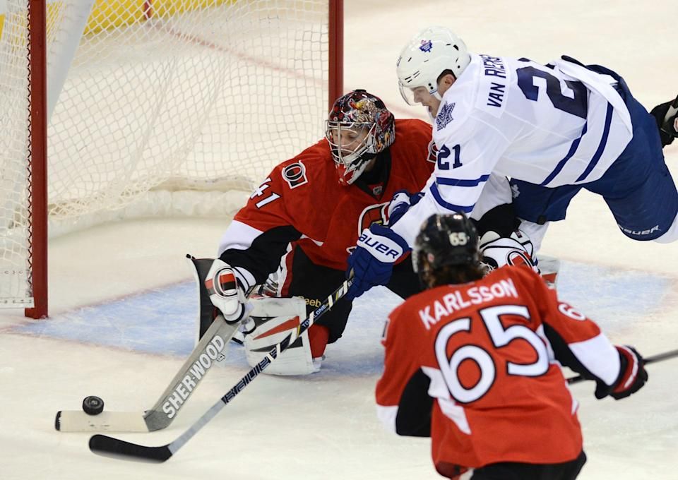 Bolland lifts Maple Leafs past Senators 3-2