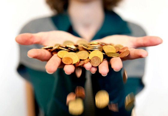 Woman-holding-hand-full-of-coins_web