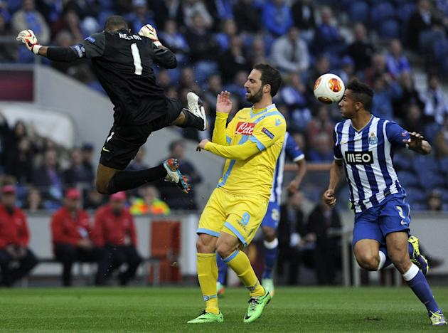 Napoli's Gonzalo Higuain, centre, from Argentina, challenges FC Porto's goalkeeper Helton Arruda, left, from Brazil, during their Europa League round of 16, first leg soccer match at the Draga