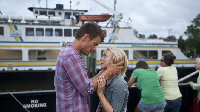 """This film image released by Relativity Media shows Julianne Hough, right, and Josh Duhamel in a scene from """"Safe Haven."""" (AP Photo/Relativity Media, James Bridges)"""