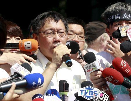 Taipei mayor Ko Wen-je talks to students as they protest at the entrance to the Ministry of Education in Taipei