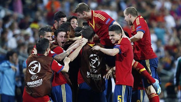 Spain's U21 players celebrate (Reuters)
