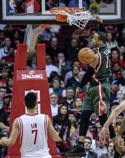Ellis' last-second 3 lifts Bucks over Rockets