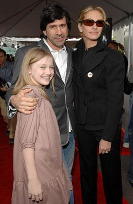 Dakota Fanning , Gary Winick and Julia Roberts at the Hollywood premiere of Paramount Pictures' Charlotte's Web