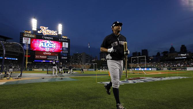 New York Yankees' Alex Rodriguez runs back to the dugout following batting practice before Game 4 of the American League championship series against the Detroit Tigers Wednesday, Oct. 17, 2012, in Detroit. (AP Photo/Paul Sancya )