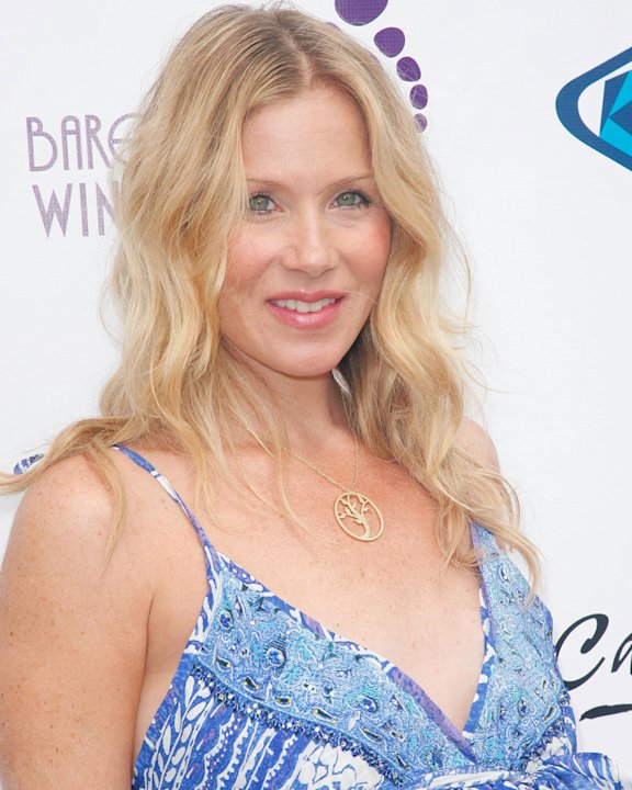 Christina Applegate attends the Surfrider Foundation's 5th annual celebrity expression session at First Point, Surfrider Beach on September 11, 2010 in Malibu, California. 