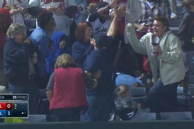 Braves fan is in pure ecstasy after catching home run ball, can't stop dancing