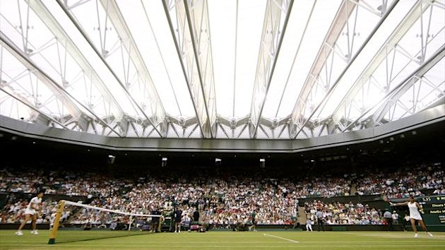 The roof on Wimbledon&#39;s Centre Court