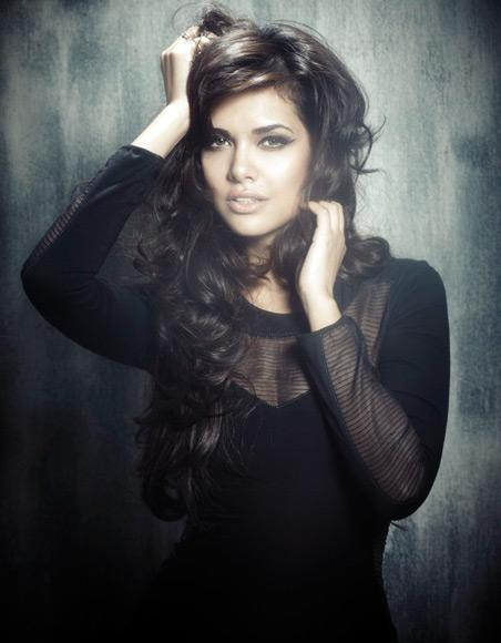 Esha Gupta's item number