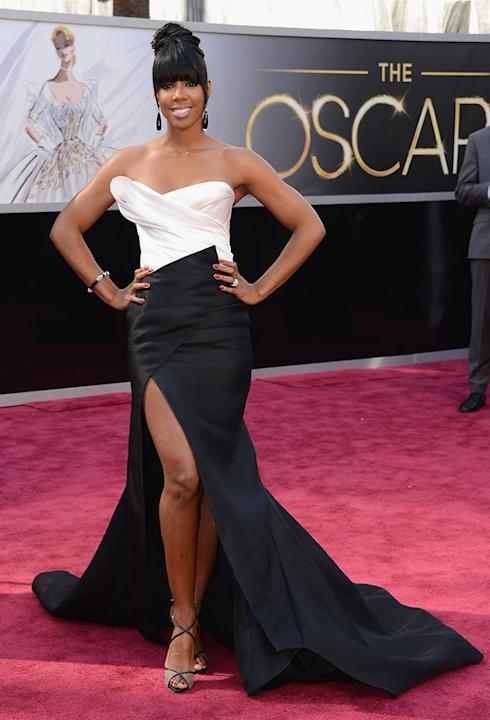 Destiny Child's Kelly Rowland shows off her toned physique (look at those buff arms) in a beautiful black and white gown. The thigh-high slit reveals her gorgeous gams which complement the fish tail t