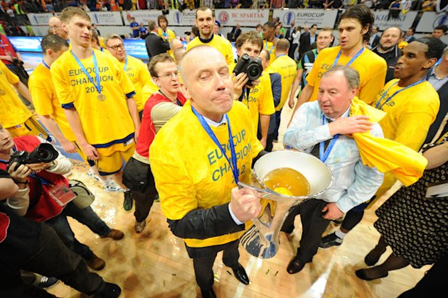 BC Khimki's Head Coach Rimas Kurtinaitis (C) And Players AFP/Getty Images