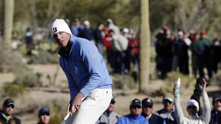 Matt Kuchar reacts after missing a putt on the 16th green in the final round of play against Hunter Mahan during the Match Play Championship golf tournament, Sunday, Feb. 24, 2013, in Marana, Ariz. (AP Photo/Julie Jacobson)